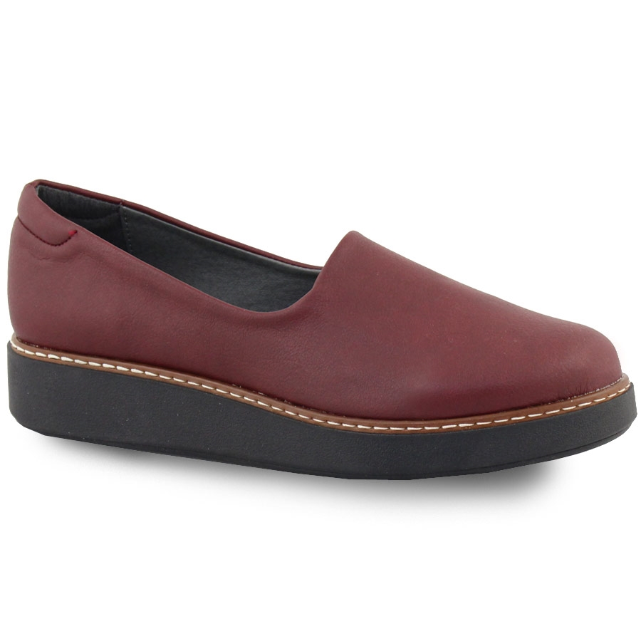 Γυναικεία loafers σε απλή γραμμή Μπορντώ
