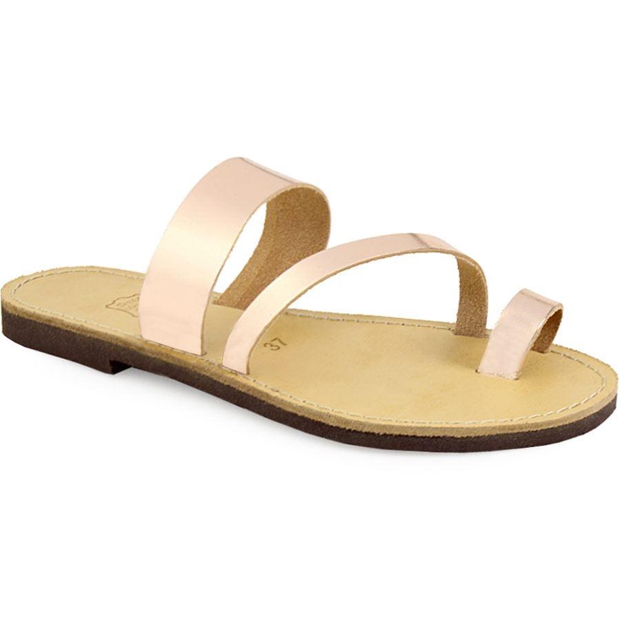 Γυναικεία δερμάτινα σανδάλια με διαγώνιο λουράκι Χαλκός γυναικα   παπούτσια   σανδαλια