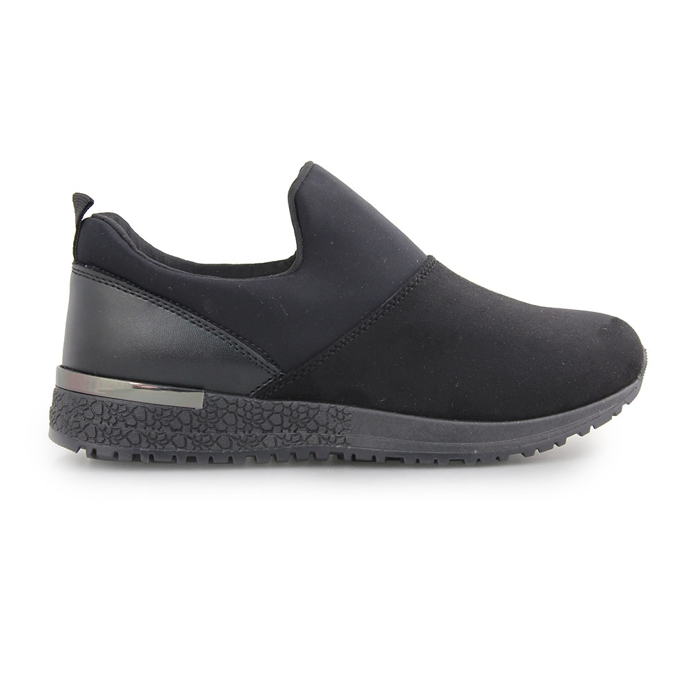 Γυναικεία sneakers με λεπτομέρεια στη σόλα Μαύρο