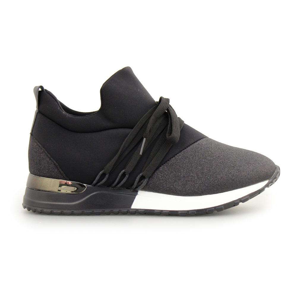 Γυναικεία sneakers με δίχρωμη σόλα Μαύρο