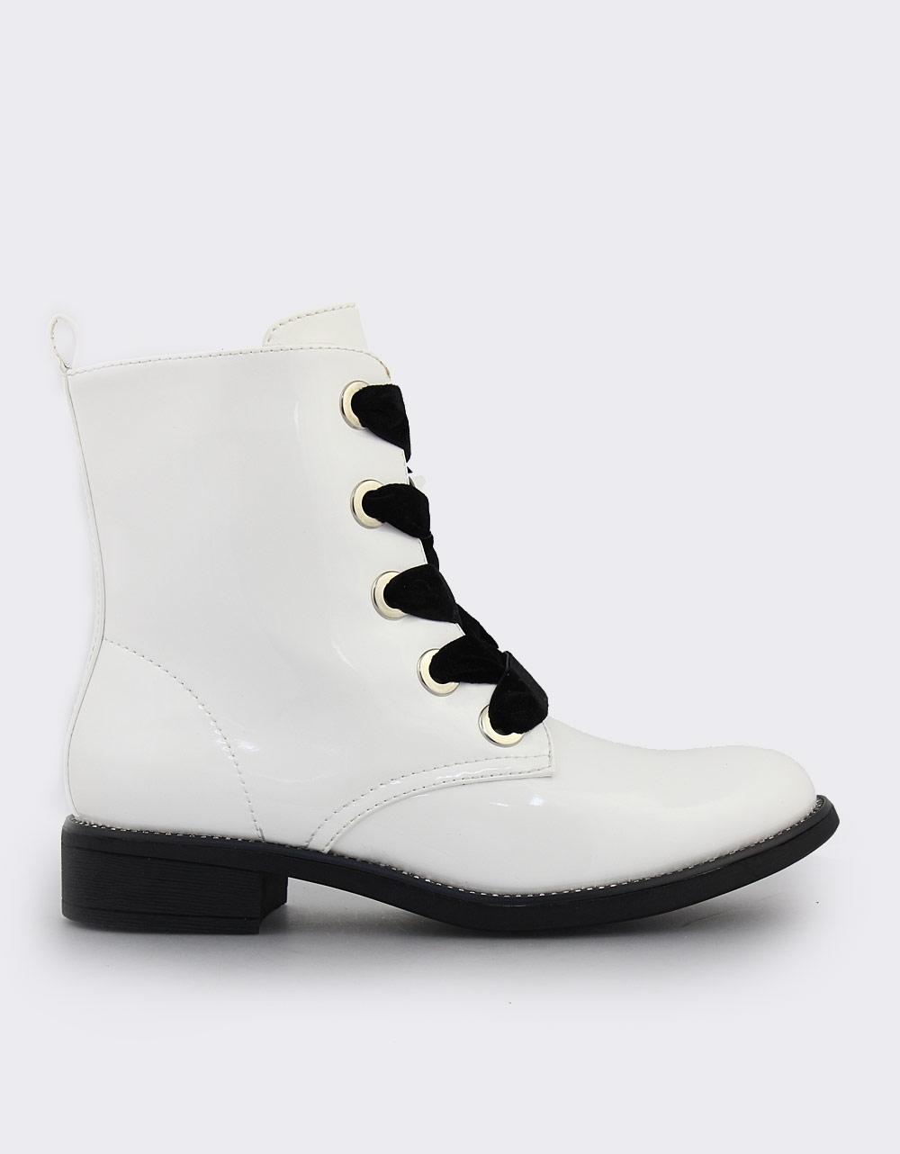 Εικόνα από Γυναικεία μποτάκια λουστρίνι Λευκό 713afcb0f8e