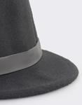 Εικόνα από Γυναικεια καπέλα μονόχρωμα με διακοσμητικό μαύρο λουράκι Μαύρο