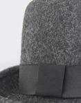 Εικόνα από Γυναικεία καπέλα τύπου καβουράκι Γκρι