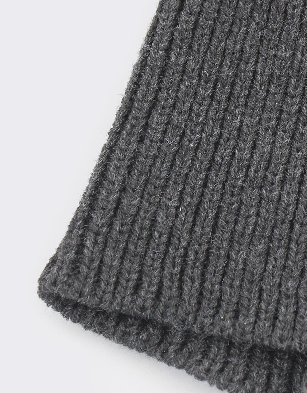 Εικόνα από Γυναικείοι σκούφοι με πολύχρωμα φουντάκια Γκρι/Μαύρο