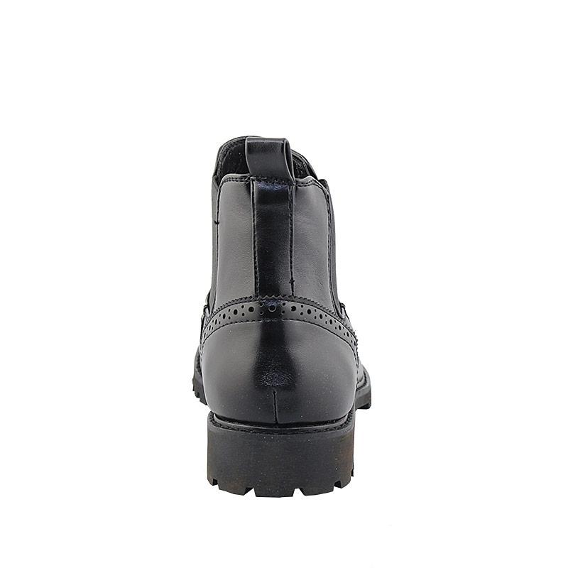Εικόνα από Ανδρικά μποτάκια με περφορέ σχέδιο και λάστιχο Μαύρο