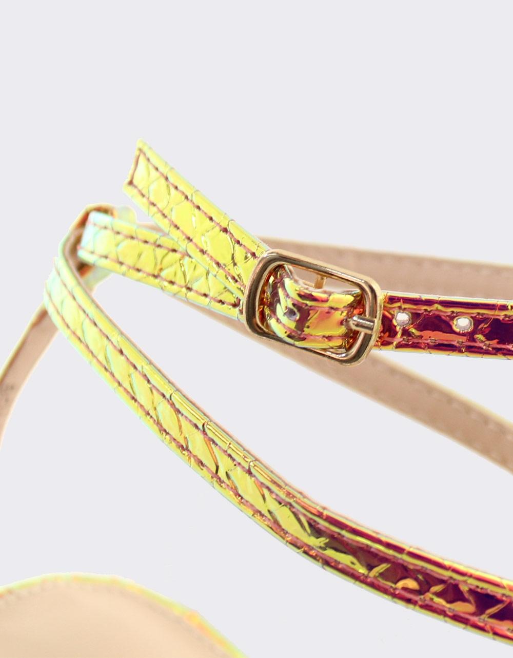 Εικόνα από Γυναικεία πέδιλα με μεταλλιζέ μοτίβο Χρυσό