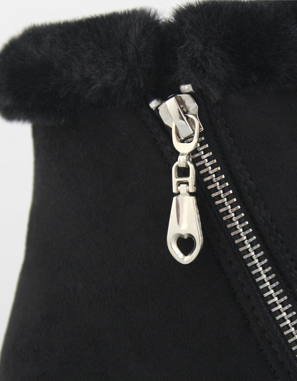 Εικόνα από Γυναικεία μποτάκια με γουνάκι και φερμουάρ Μαύρο