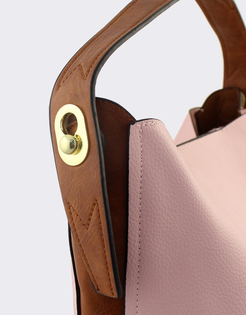 669bd8e693 Εικόνα από Γυναικείες τσάντες ώμου με εσωτερικό τσαντάκι Ροζ