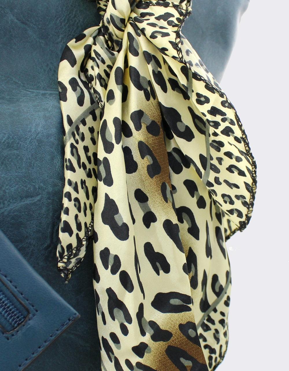 Εικόνα από Γυναικείες τσάντες χειρός με φουλάρι Πετρόλ