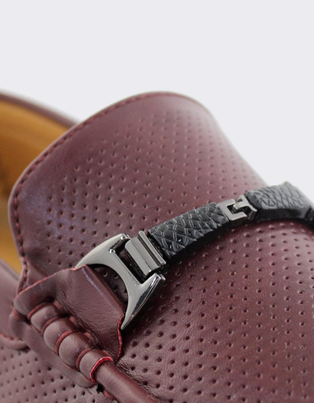 Εικόνα από Ανδρικά loafers με λεπτομέρειες Μπορντώ