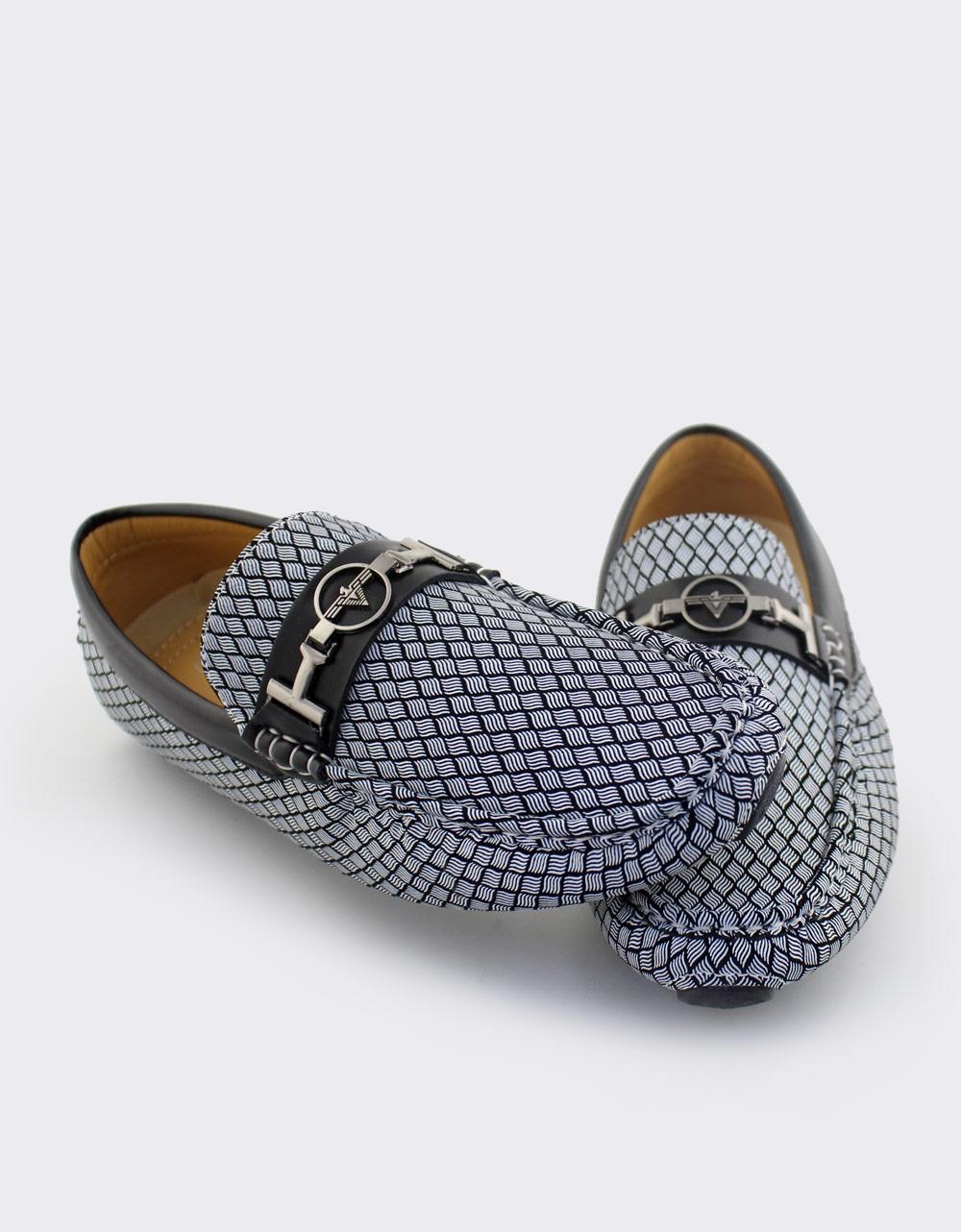 Εικόνα από Ανδρικά loafers με ανάγλυφες λεπτομέρειες Λευκό