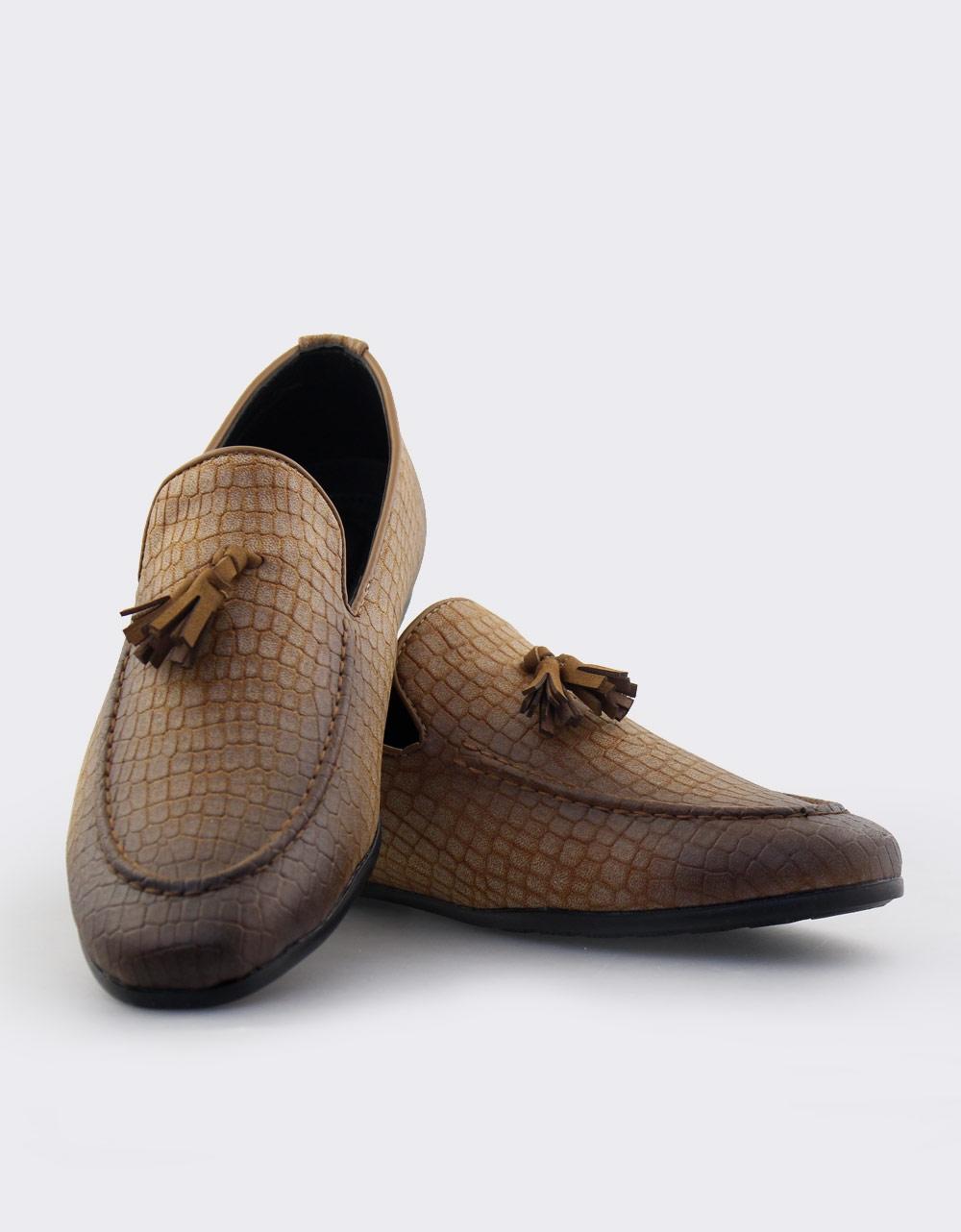 Εικόνα από Ανδρικά loafers με ανάγλυφο snake μοτίβο Κάμελ