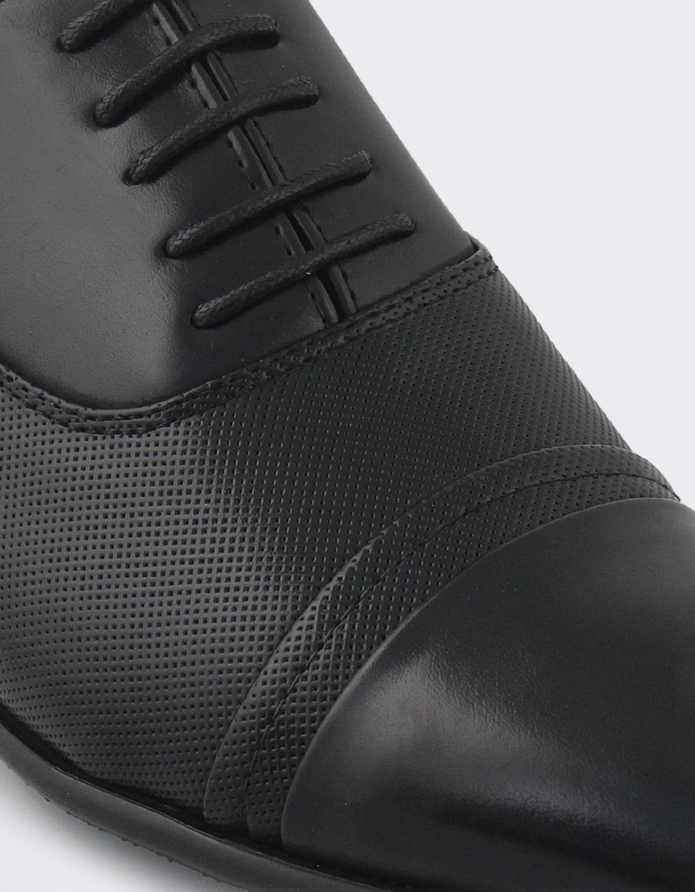 Εικόνα από Ανδρικά loafers με διακοσμητικά ανάγλυφα σχέδια Μαύρο