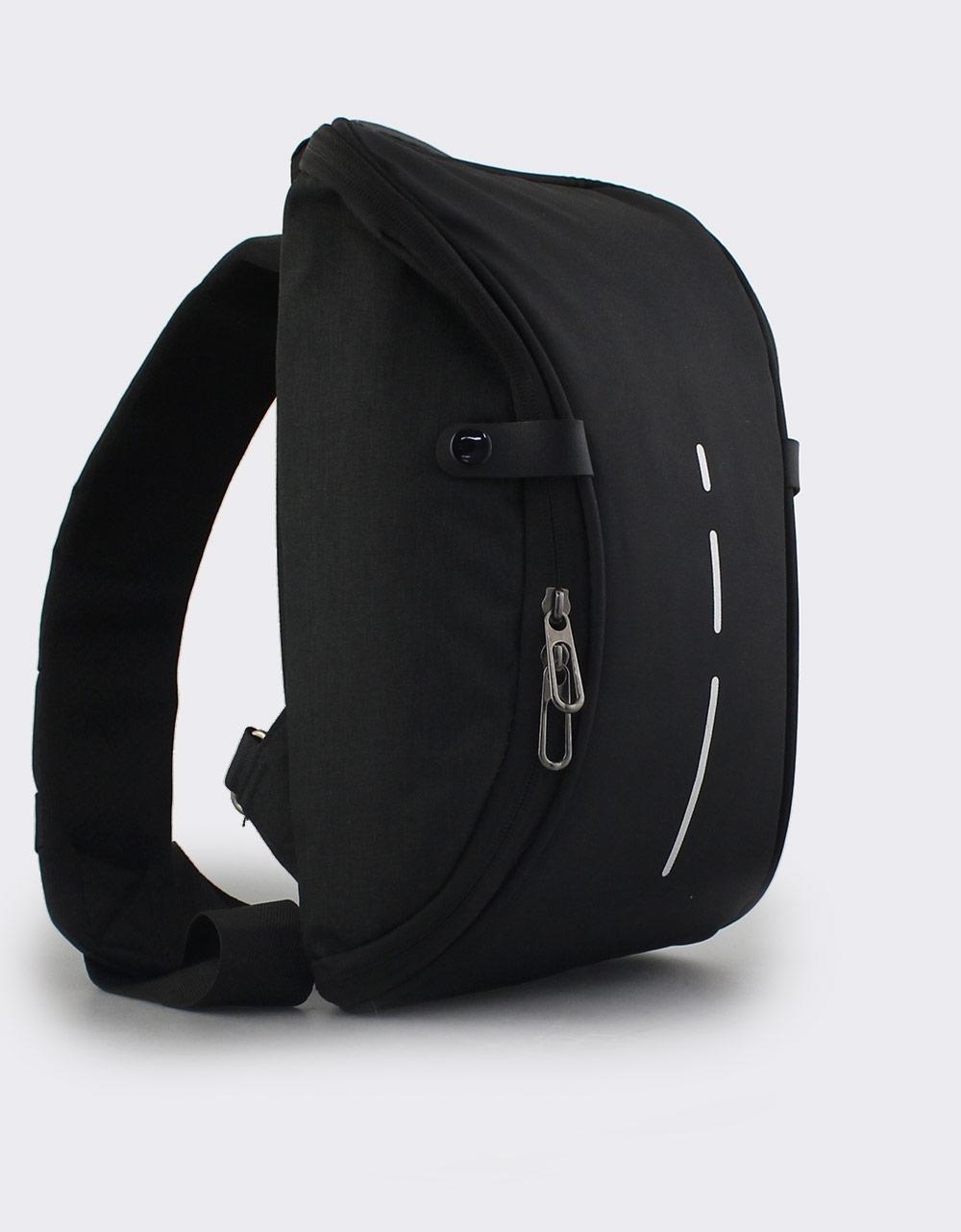 Εικόνα από Ανδρικές τσάντες ώμου με κάθετη λεπτομέρεια Μαύρο