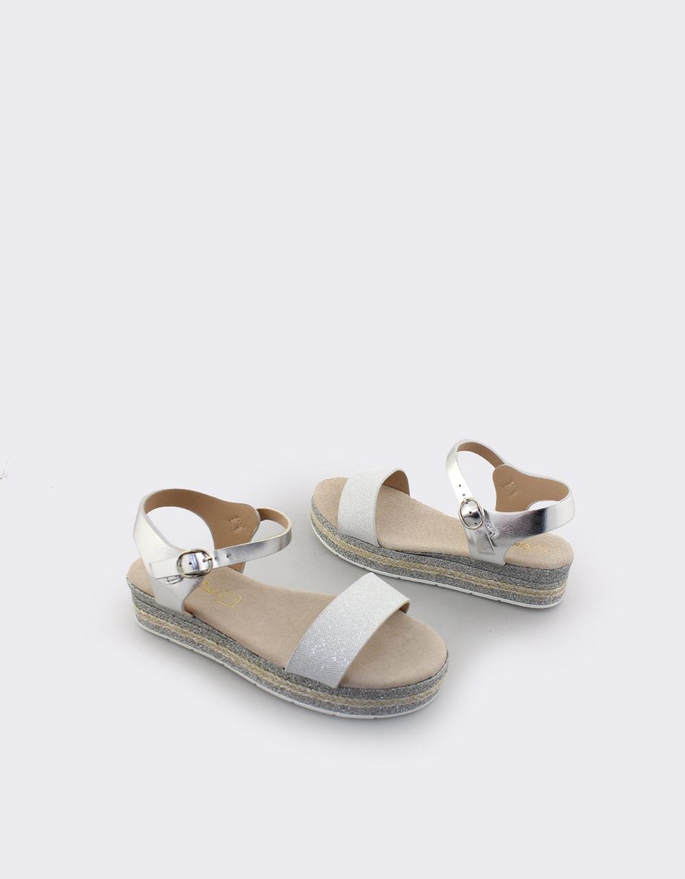 1030f3a9d9c Inshoes.gr. Παιδικά πέδιλα με μεταλλιζέ λεπτομέρειες | InShoes.gr Ασημί