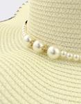 Εικόνα από Γυναικεία καπέλα με διακοσμητικές πέρλες Λευκό