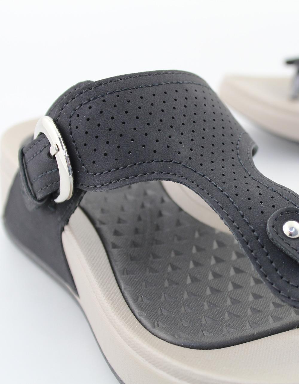 Εικόνα από Γυναικεία σανδάλια με περφορέ σχέδιο Μαύρο