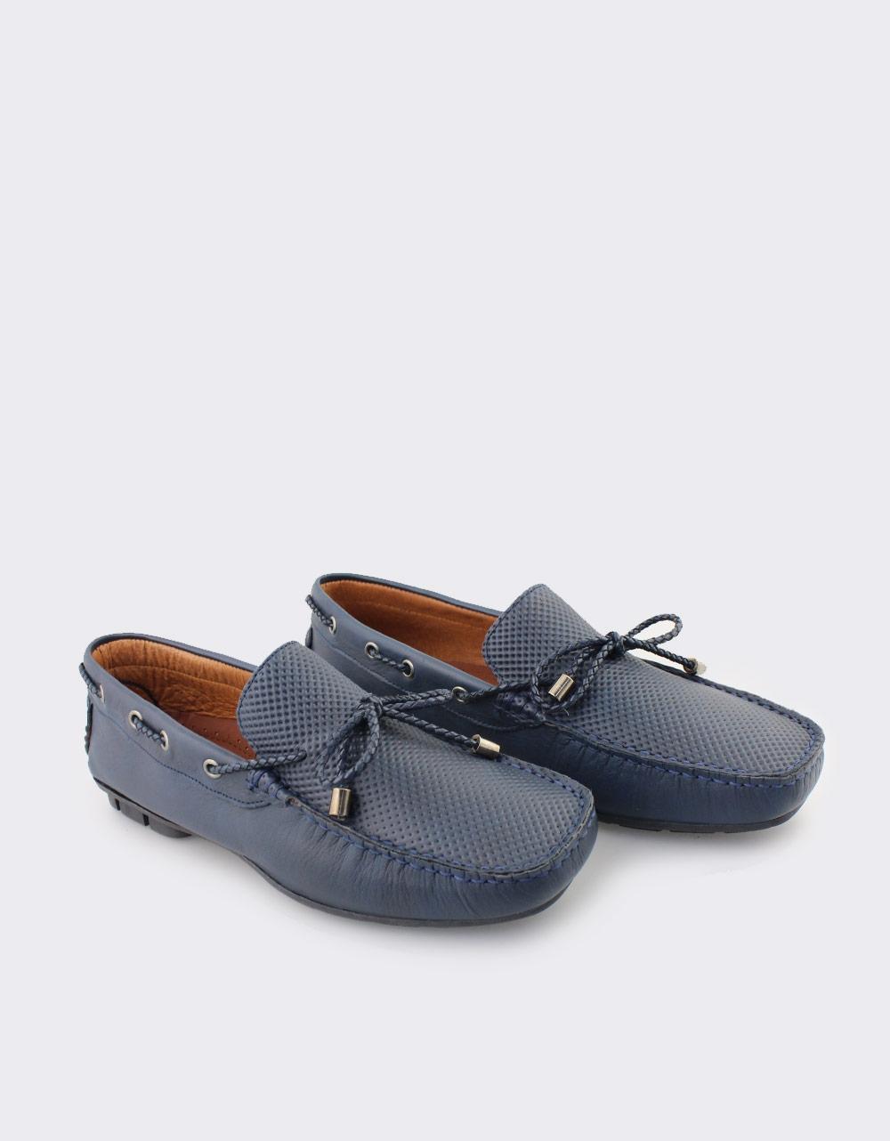 Εικόνα από Ανδρικά δερμάτινα loafers με διακοσμητικά κορδόνια Μπλε