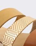 Εικόνα από Γυναικεία δερμάτινα σανδάλια με παράλληλα λουριά Φυσικό
