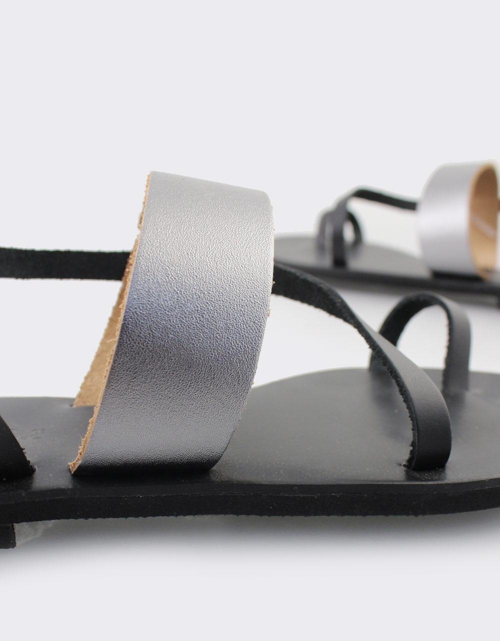 Εικόνα από Γυναικεία δερμάτινα σανδάλια με λουράκια Μαύρο