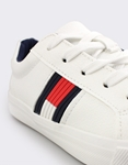 Εικόνα από Παιδικά sneakers με δίχρωμη λεπτομέρεια στο πλάι Λευκό