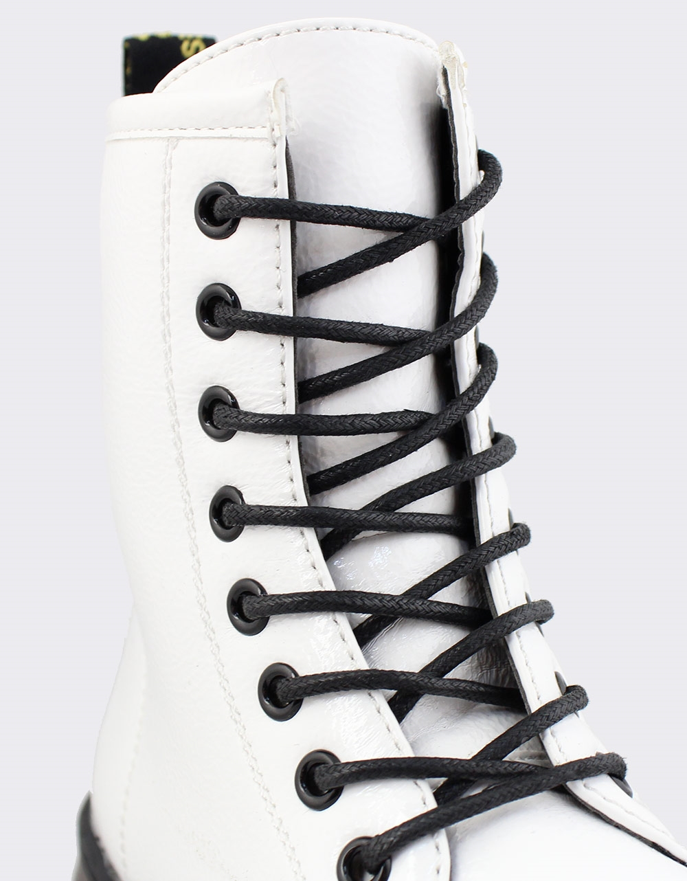 Εικόνα από Γυναικεία μποτάκια μονόχρωμα Λευκό