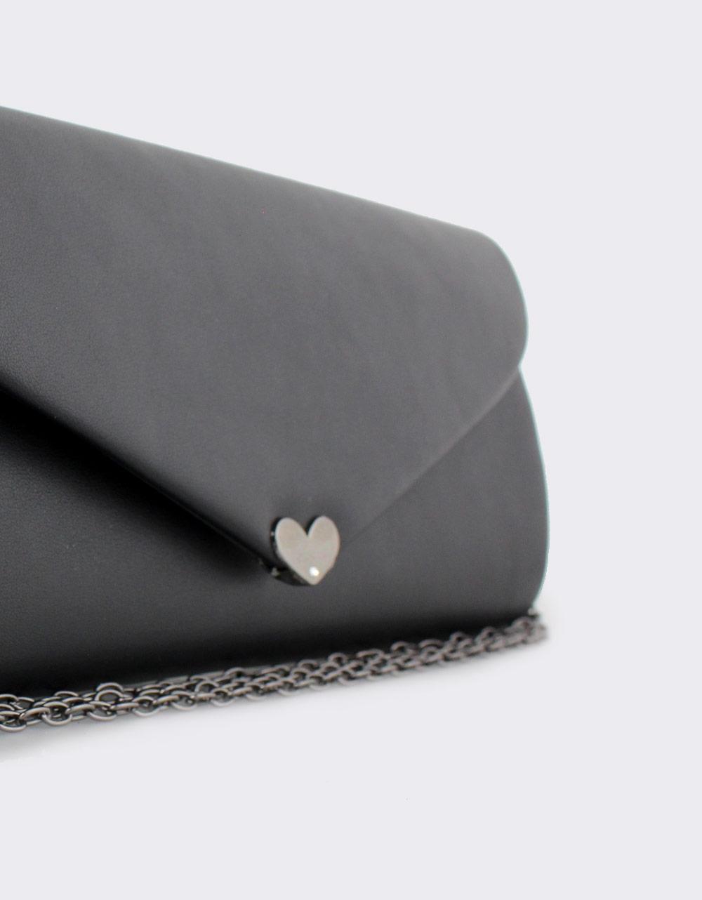 Εικόνα από Γυναικείοι φάκελοι με μεταλλική καρδιά Μαύρο