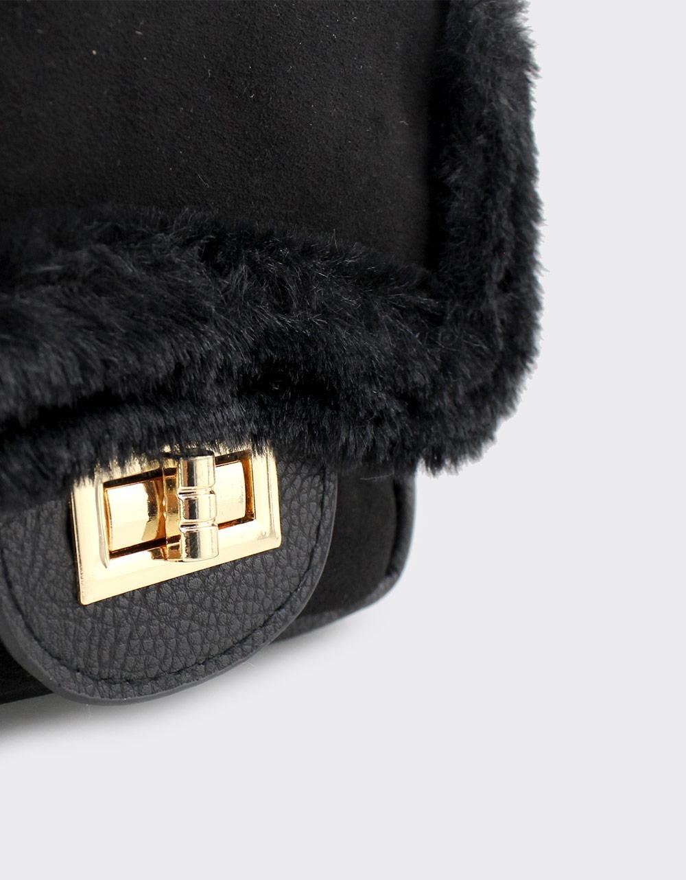 Εικόνα από Γυναικεία σακίδια πλάτης με διακοσμητικό γουνάκι Μαύρο