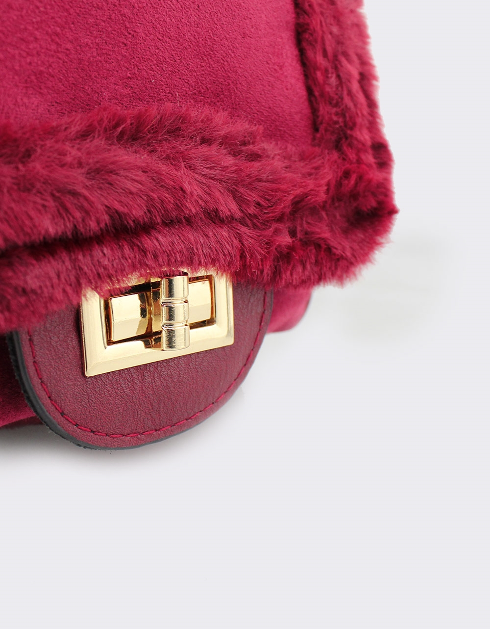 Εικόνα από Γυναικεία σακίδια πλάτης με διακοσμητικό γουνάκι Μπορντώ