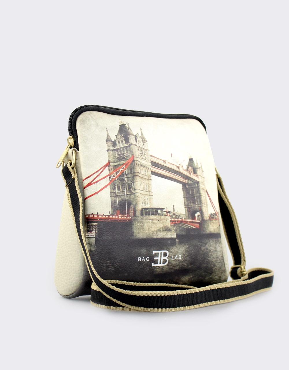 Εικόνα από Γυναικείες τσάντες ώμου με print London Μπεζ
