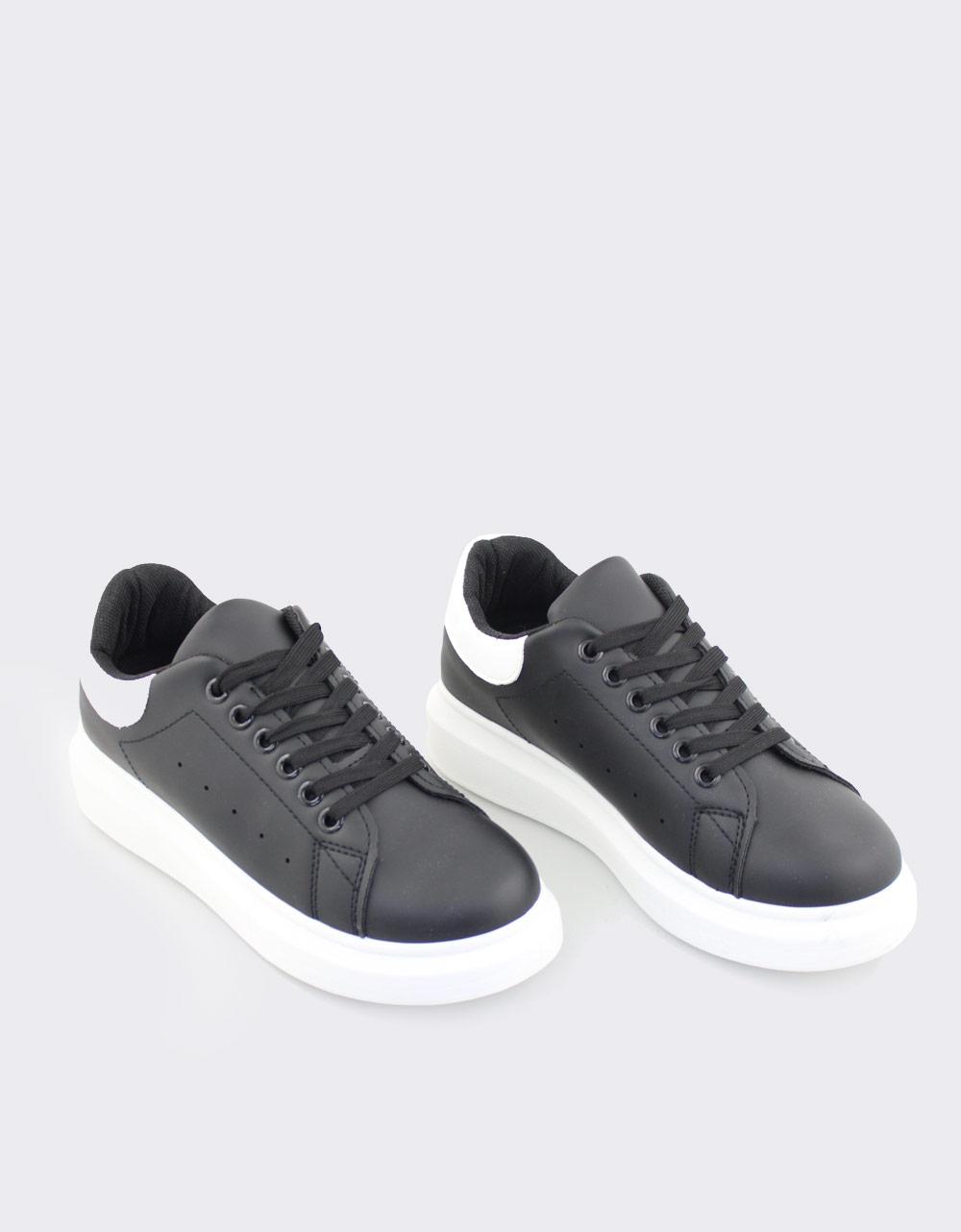 Εικόνα από Γυναικεία sneakers μονόχρωμα με λεπτομέρεια Μαύρο/Λευκό