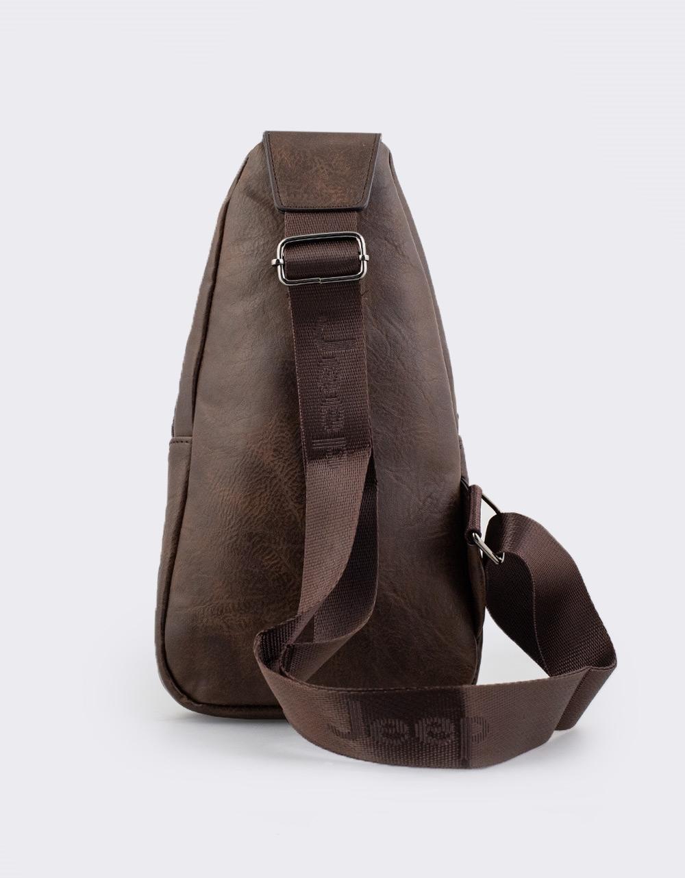 Εικόνα από Ανδρικές τσάντες ώμου χιαστί με εξωτερική θήκη Καφέ
