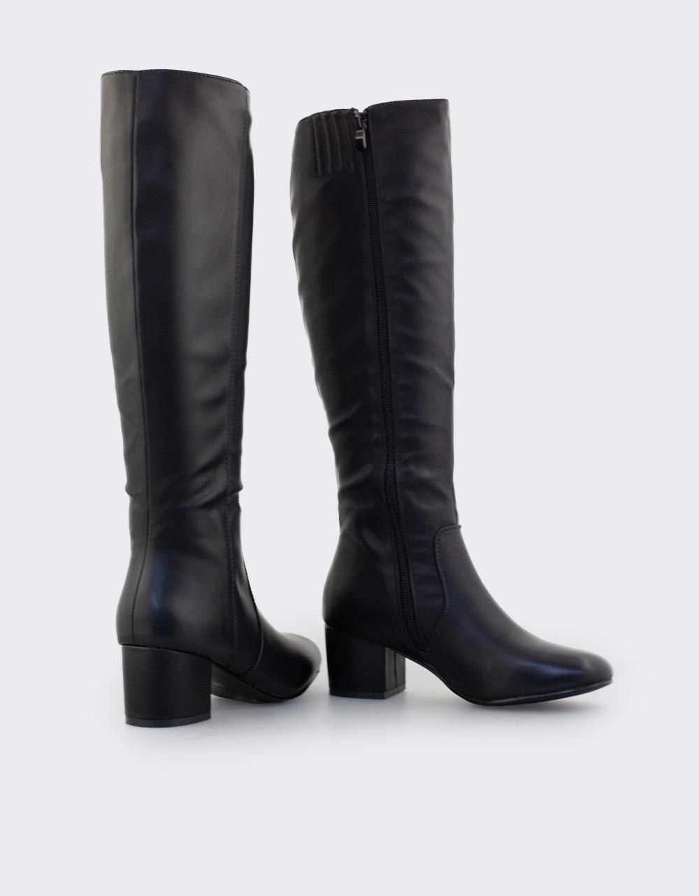 Εικόνα από Γυναικείες μπότες μονόχρωμες με καρέ τακούνι Μαύρο