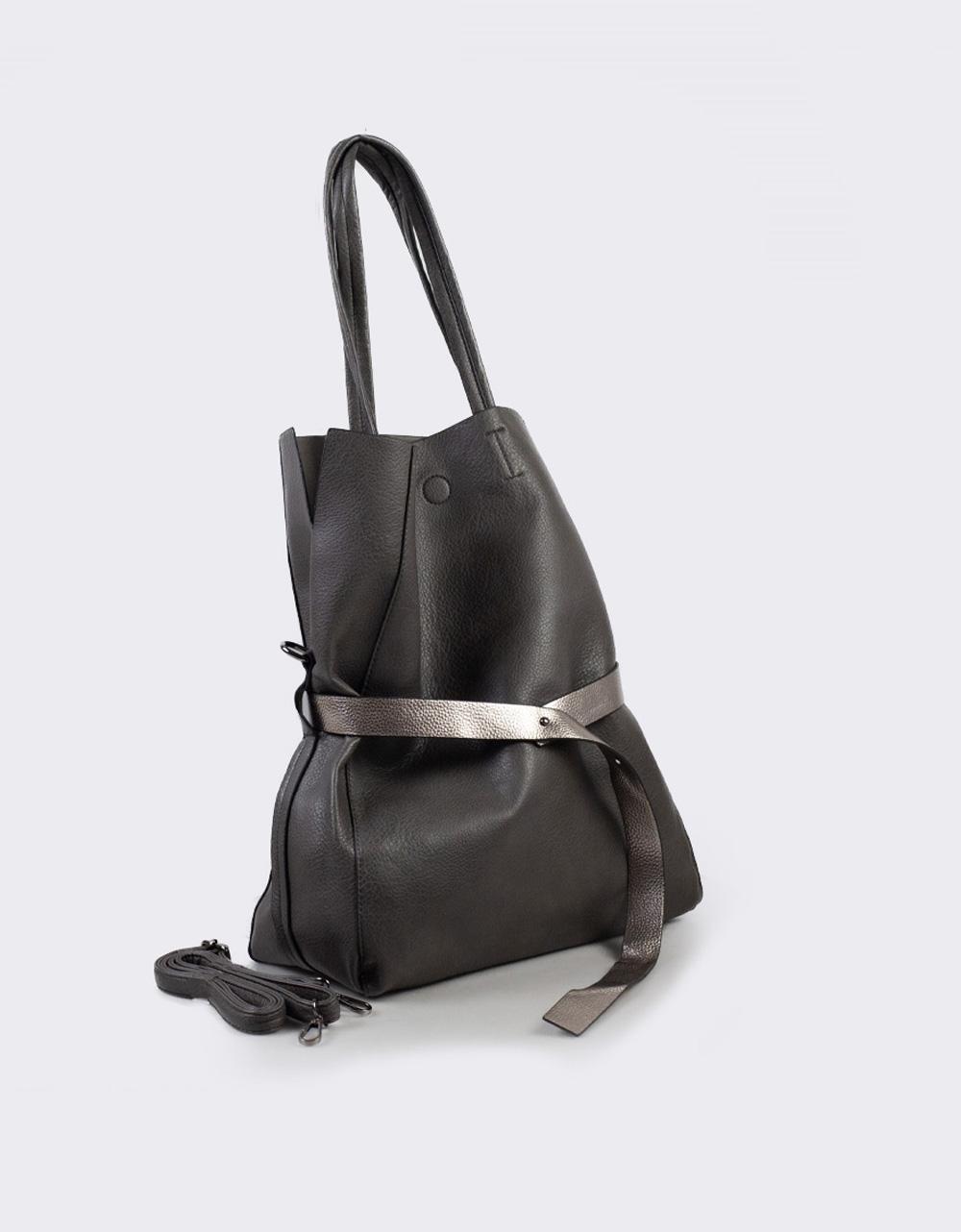 Εικόνα από Γυναικεία τσάντα ώμου με διακοσμητική ζώνη Γκρι