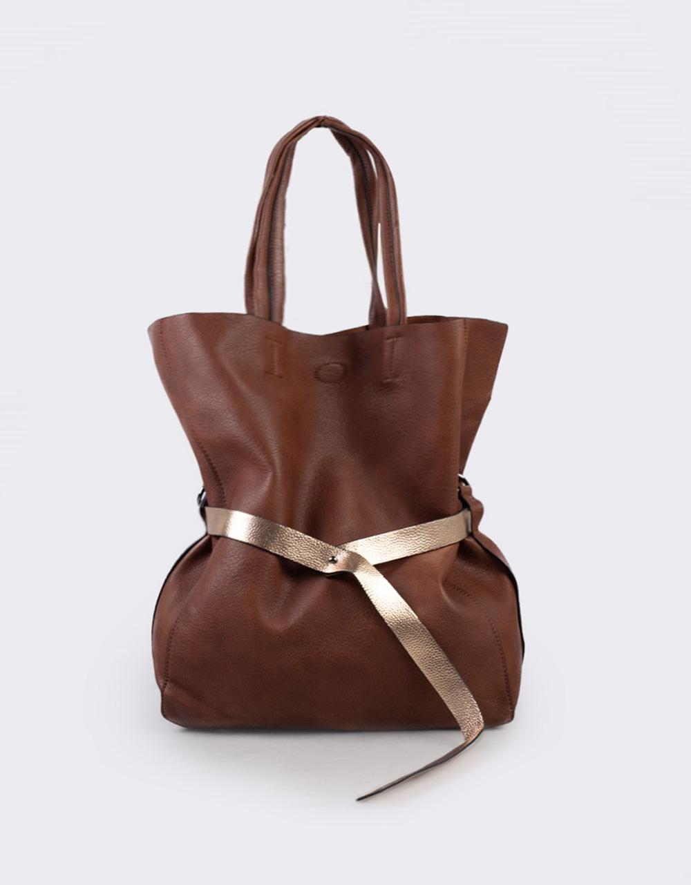 Εικόνα από Γυναικεία τσάντα με διακοσμητική ζώνη Καφέ