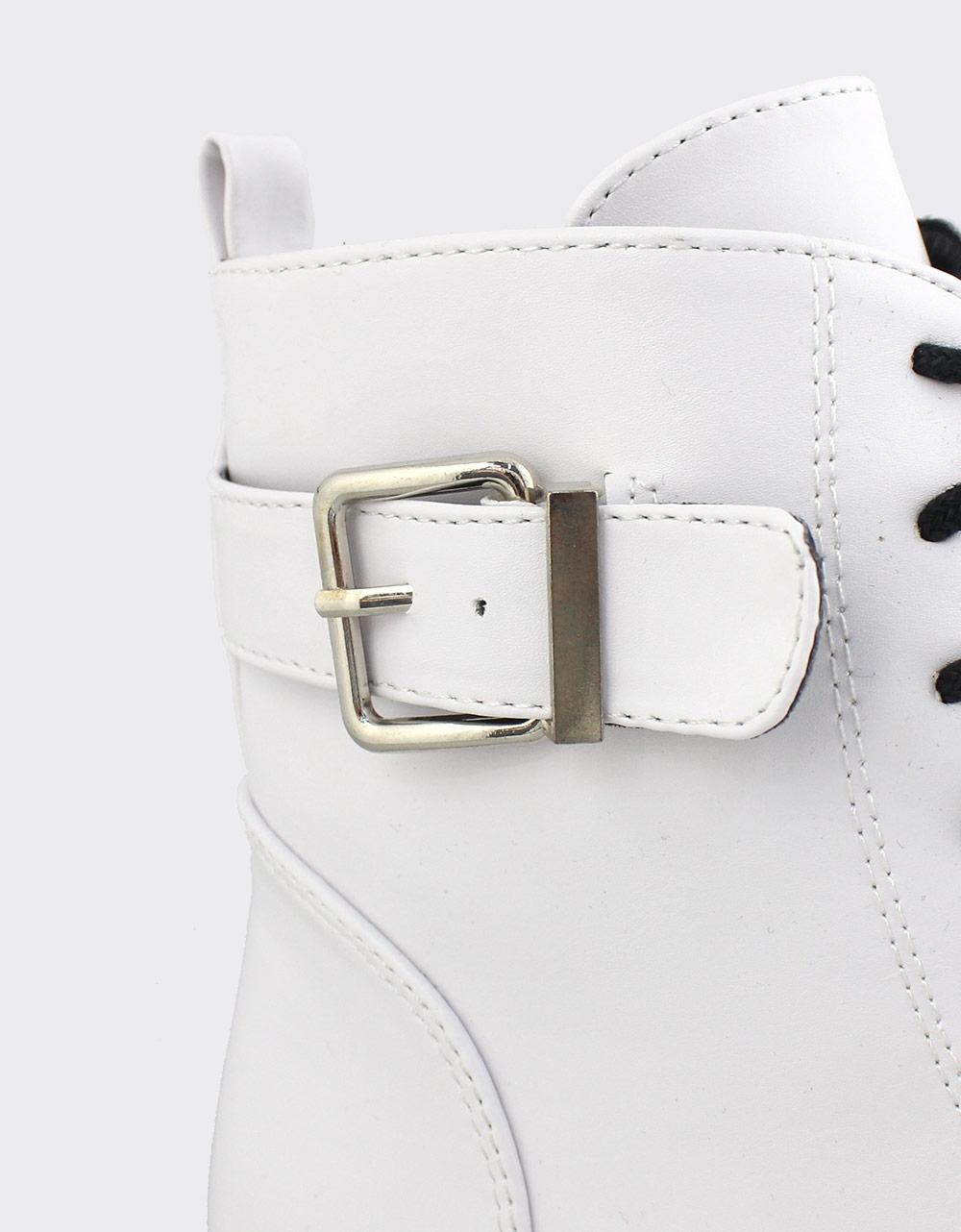 Εικόνα από Γυναικεία μποτάκια με διακοσμητικό τοκά Λευκό