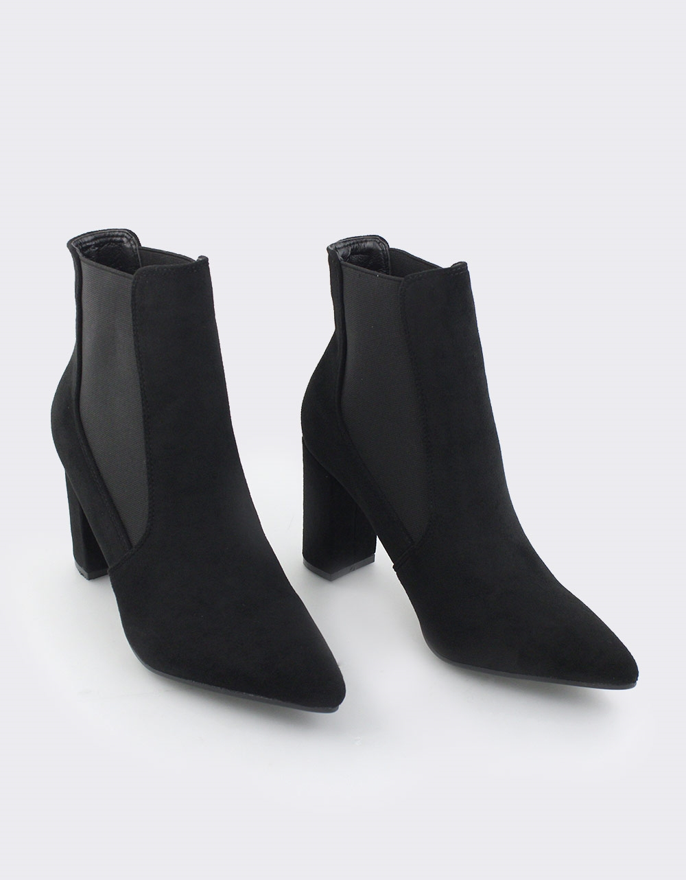 Εικόνα από Γυναικεία μποτάκια μονόχρωμα Μαύρο