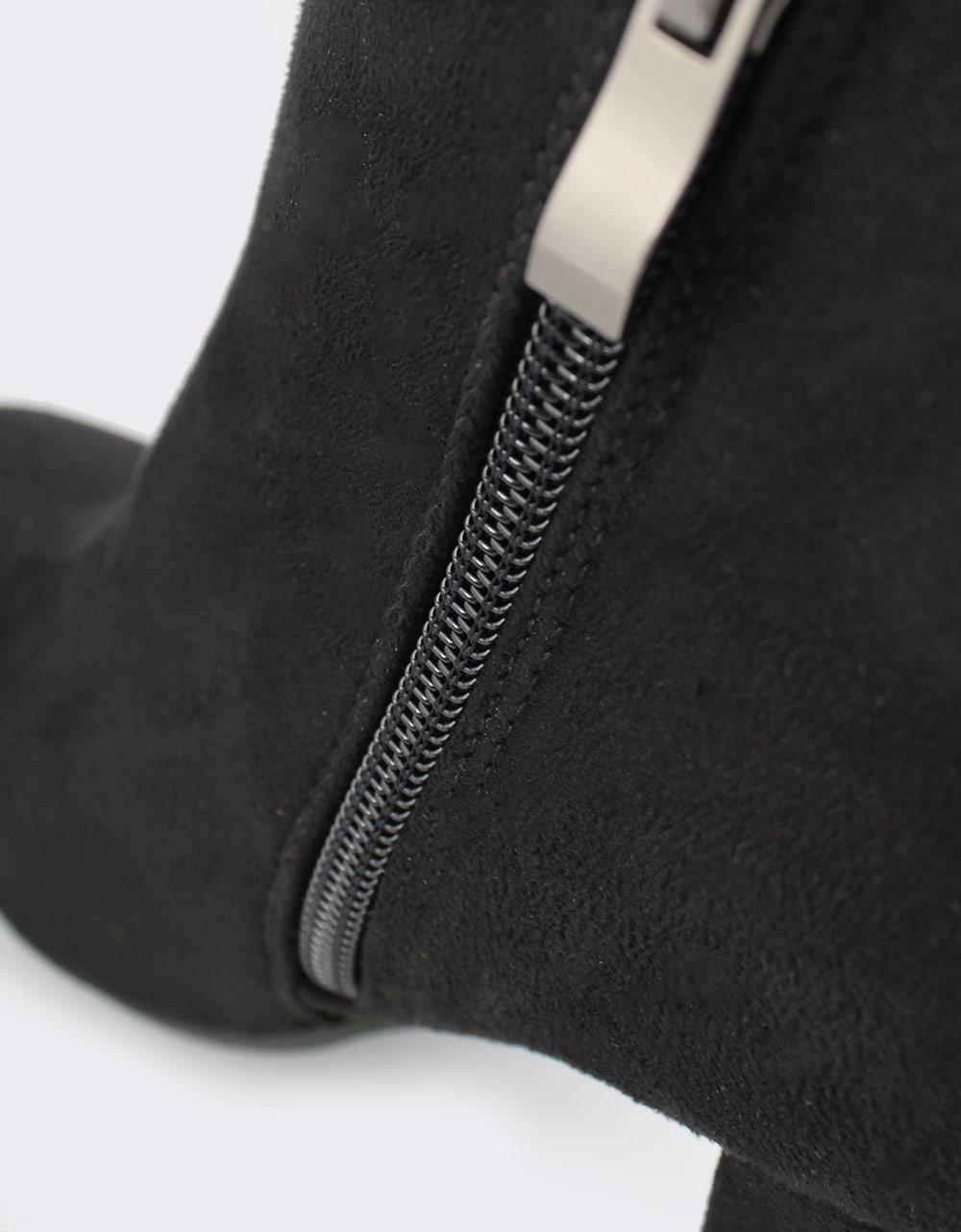 Εικόνα από Γυναικεία μποτάκια σε απλή γραμμή Μαύρο