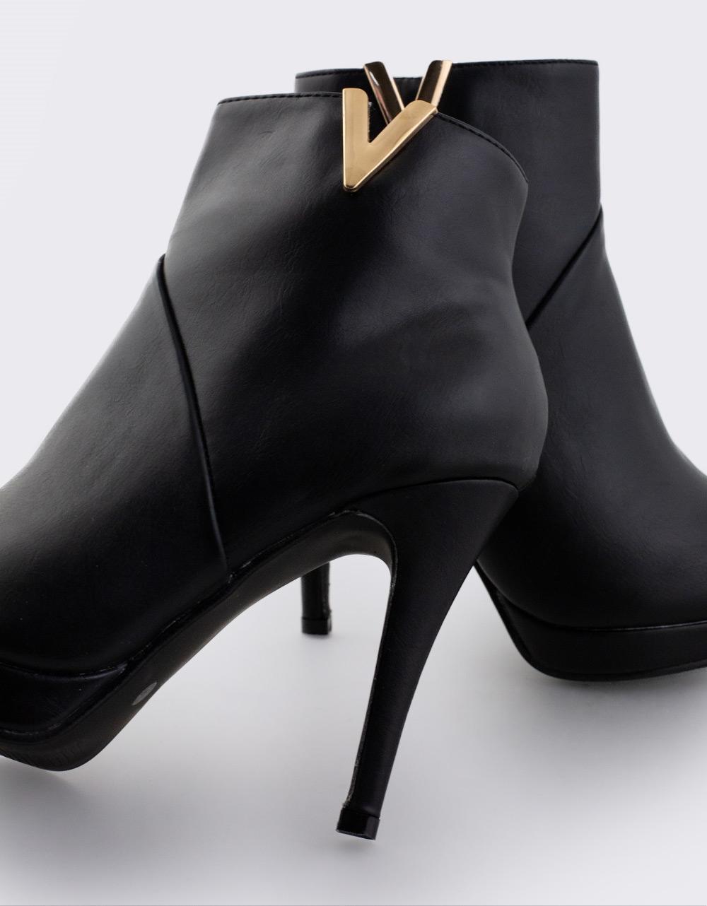 Εικόνα από Γυναικεία μποτάκια με διακοσμητικό Μαύρο