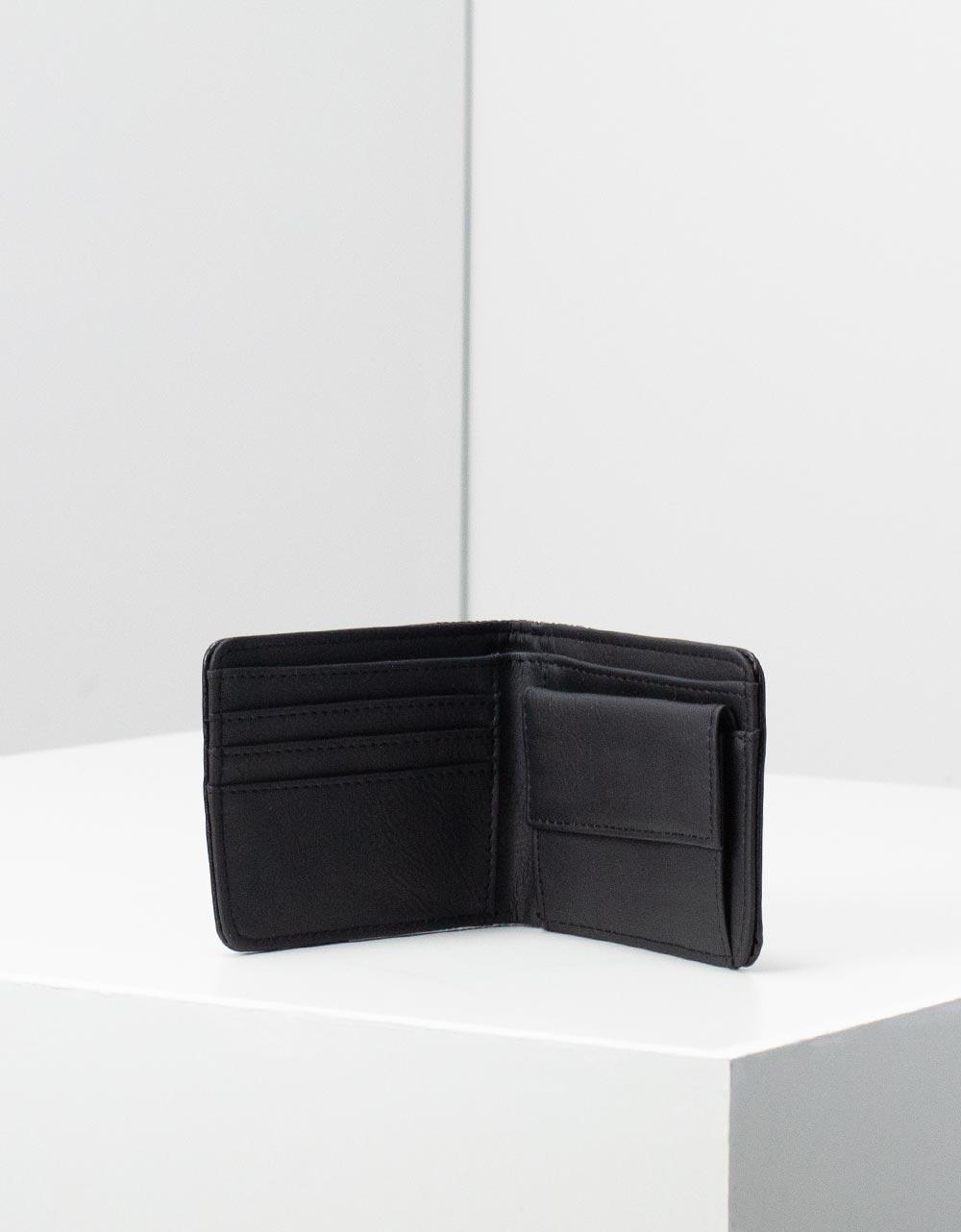 Εικόνα από Ανδρικά πορτοφόλια με ανάγλυφες λεπτομέρειες Μαύρο