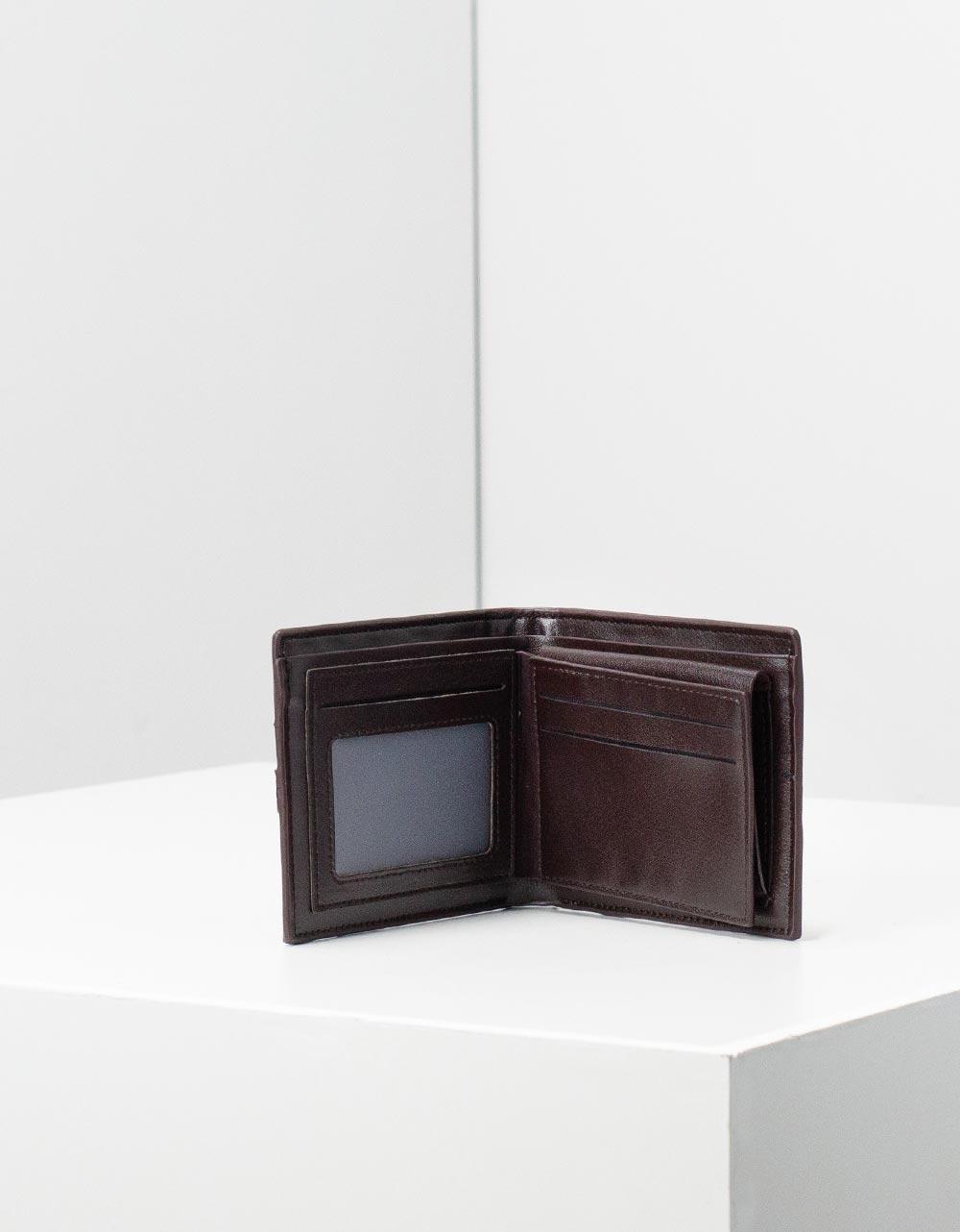 Εικόνα από Ανδρικά δερμάτινα πορτοφόλια με διακοσμητικές ρίγες Καφέ