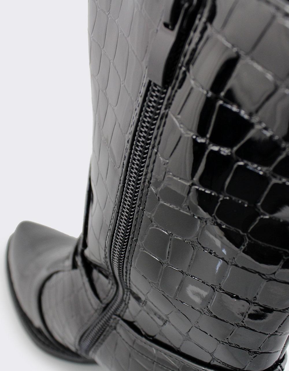Εικόνα από Γυναικεία μποτάκια λουστρίνι με κροκό μοτίβο Μαύρο