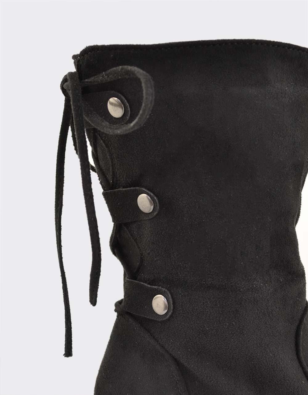 Εικόνα από Γυναικεία μποτάκια με διακοσμητικά κορδόνια Μαύρο