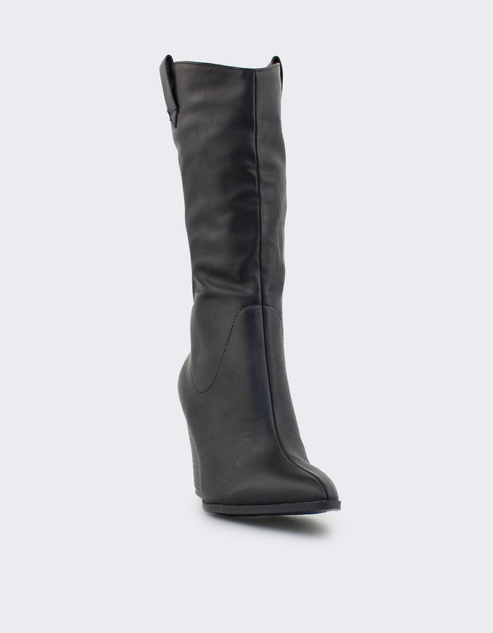 Εικόνα από Γυναικείες μπότες σε απλή γραμμή Μαύρο