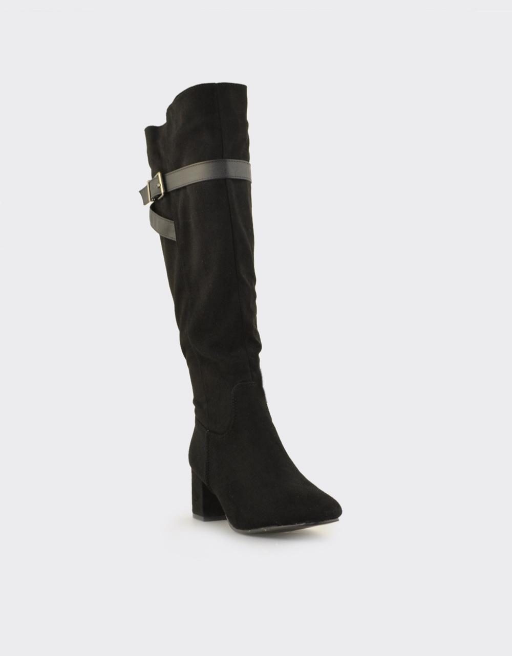 Εικόνα από Γυναικείες μπότες με διακοσμητικό λουράκι Μαύρο