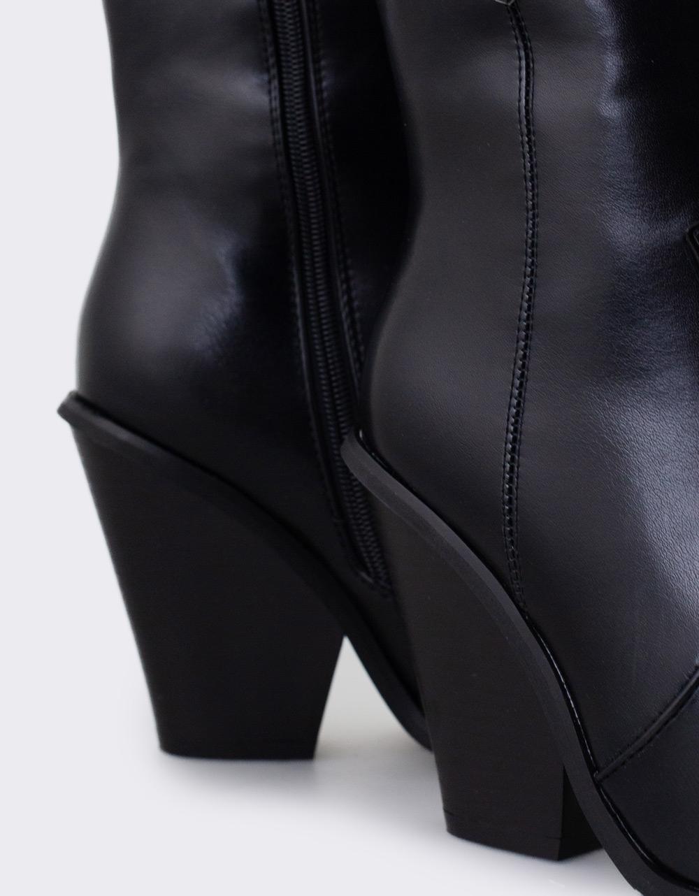 Εικόνα από Γυναικεία μποτάκια με χοντρό τακούνι Μαύρο