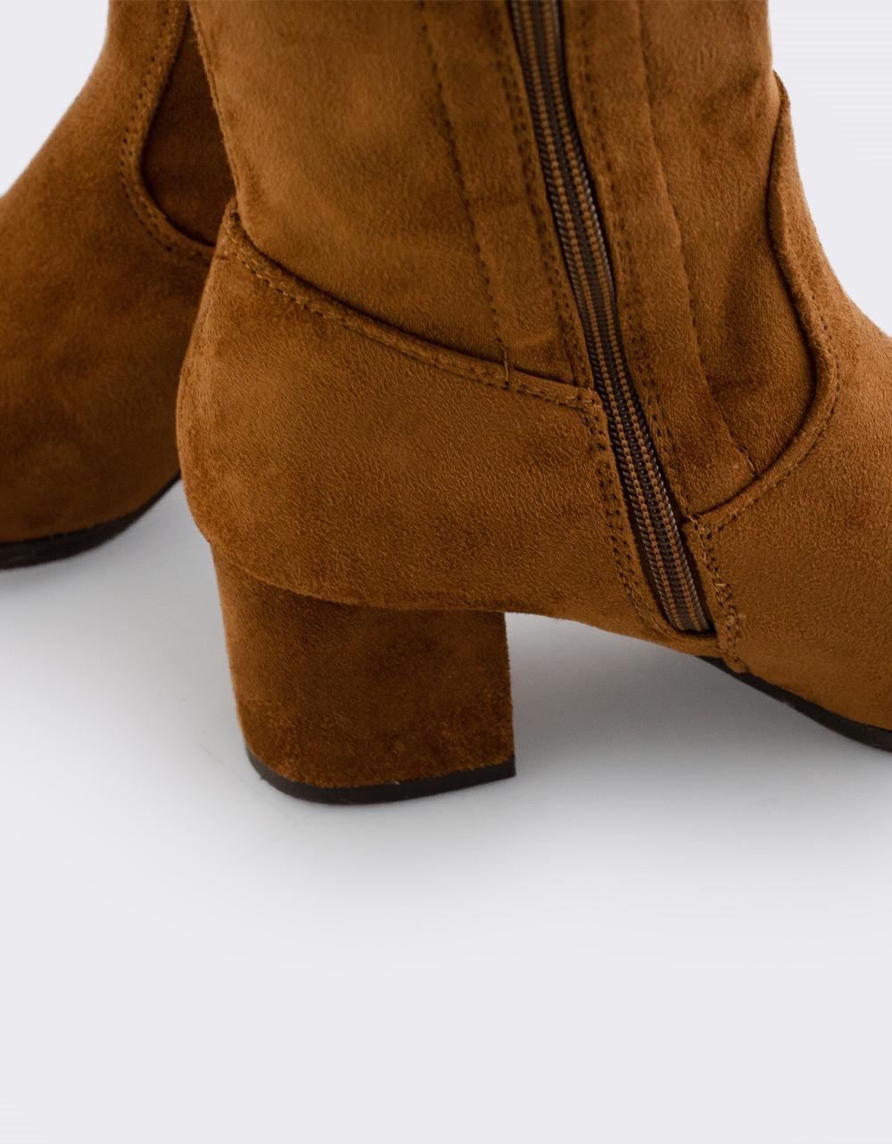 Εικόνα από Γυναικείες μπότες με χαμηλό τακούνι Ταμπά