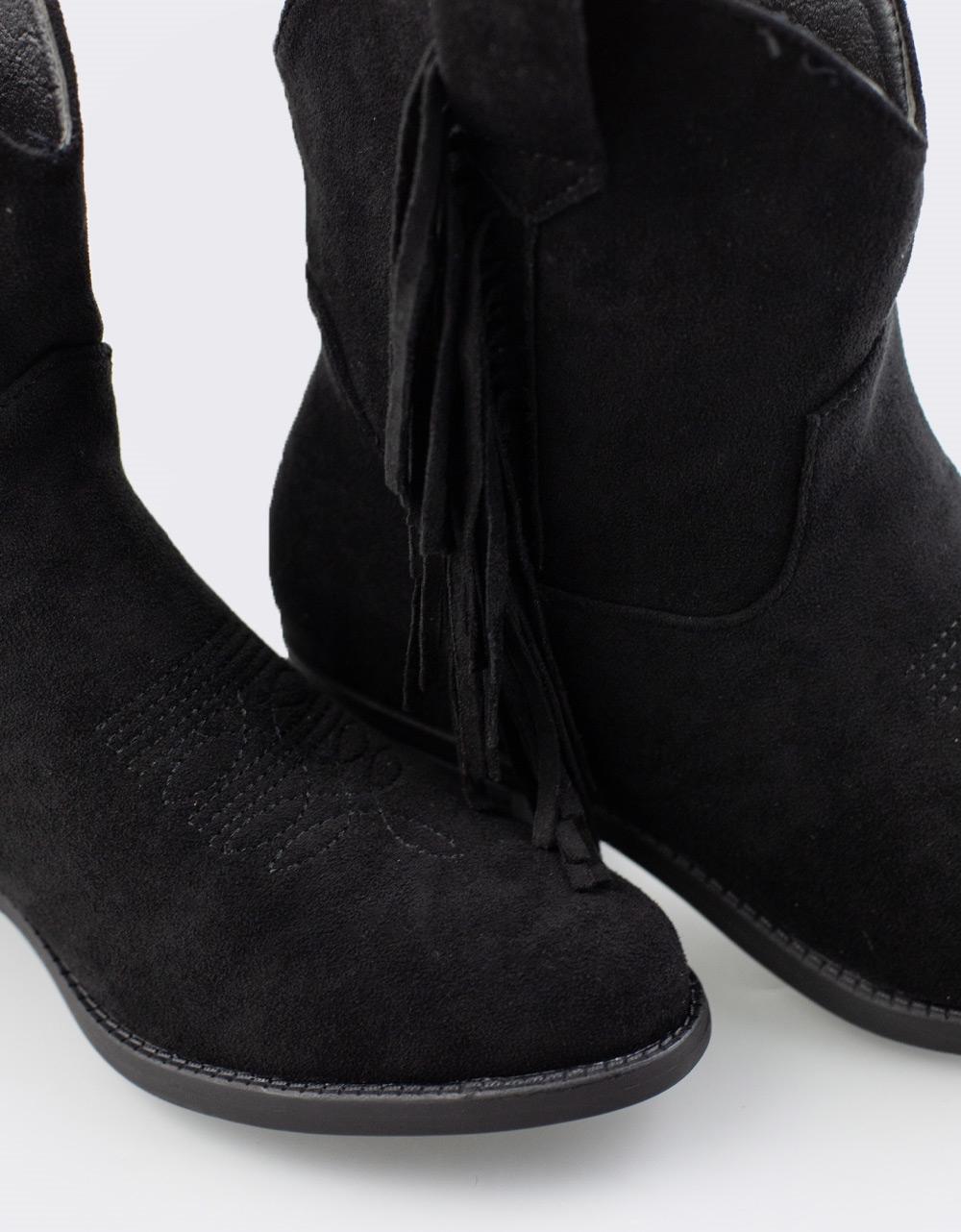 Εικόνα από Γυναικεία μποτάκια με κροσσάκια Μαύρο