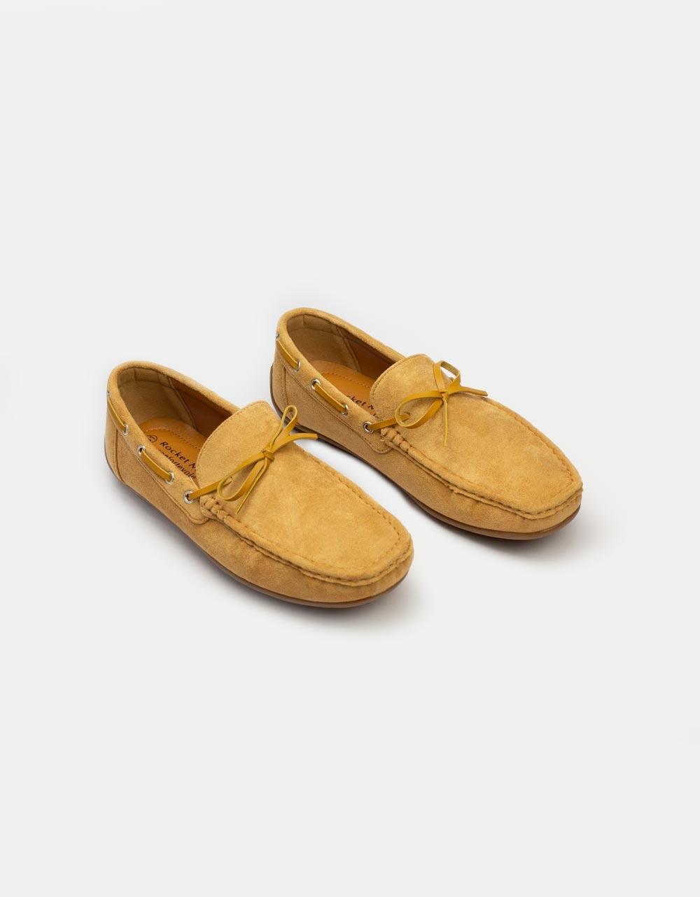 Εικόνα από Ανδρικά loafers με διακοσμητικά κορδόνια Κάμελ