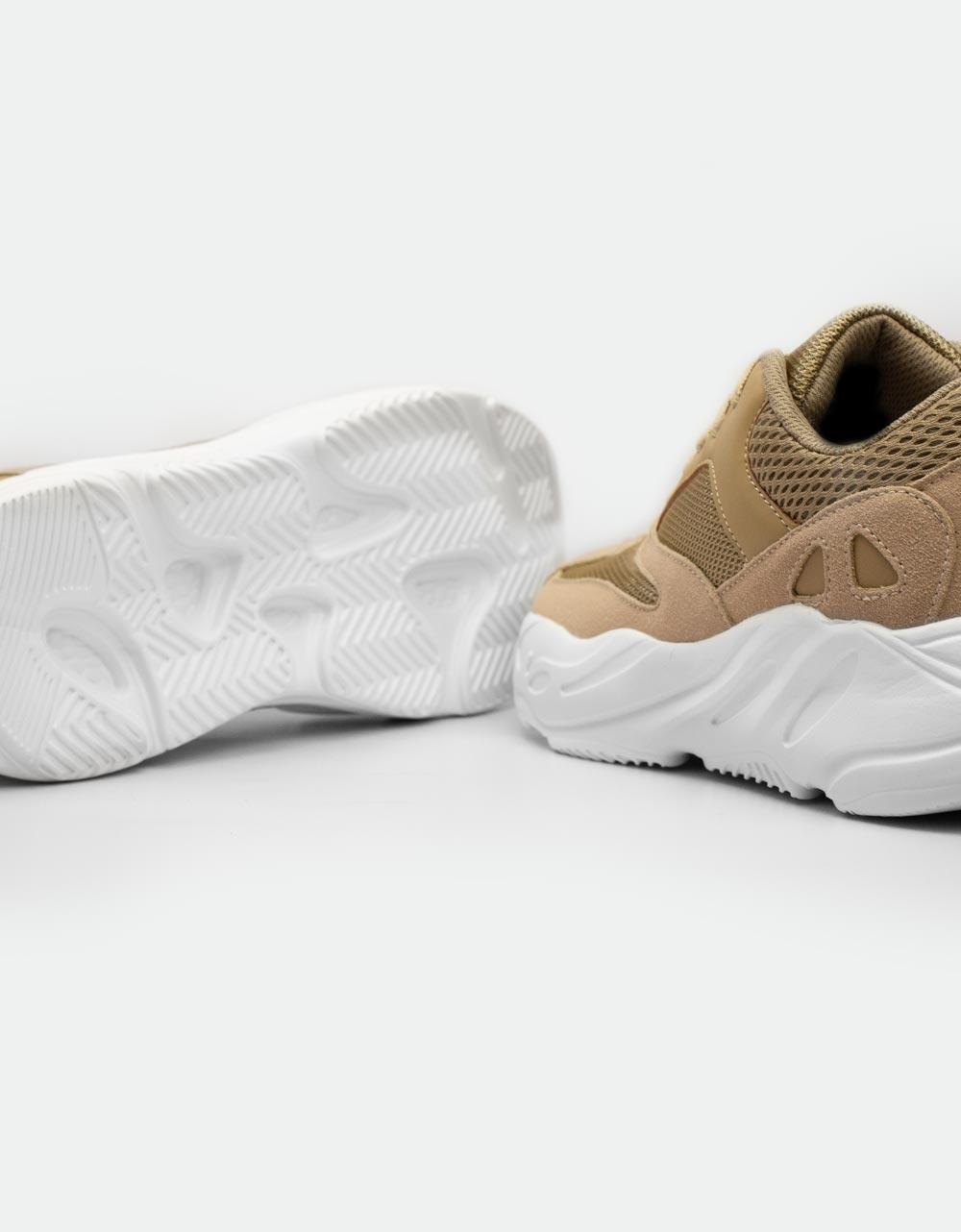 Εικόνα από Ανδρικά sneakers με ανάγλυφες λεπτομέρειες Πούρο